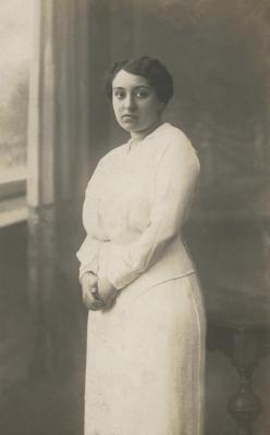 [Photograph of Hannelore Wohl as a young woman]