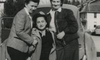 [Photograph of Dora, Mary and Jennie]