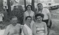 [Photograph of Abraham, Clara, Jennie and three unidentified people]