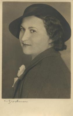 [Photograph of Gisele Warren, Vienna]