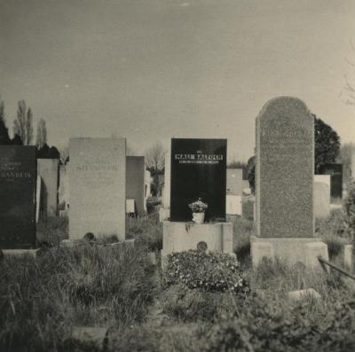 [Photograph of Mali Baltuch's grave marker]