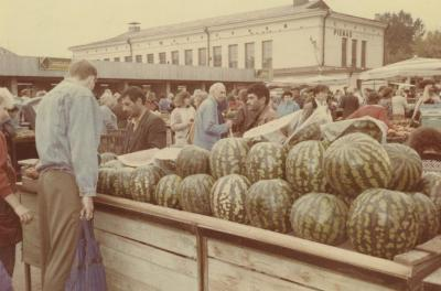 [Photograph of market in Vilna]