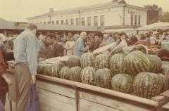 [Photograph of market in Vilna]