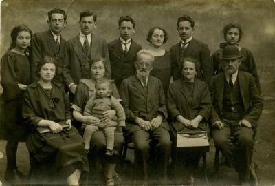 [Portrait of the Knoll family]