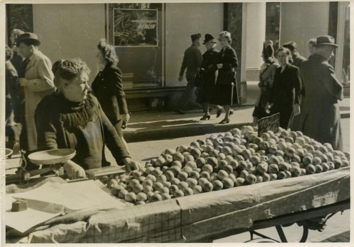 Apple vendors in Brussels