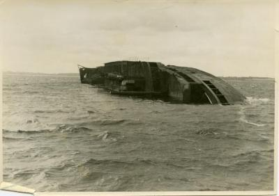 """""""Deutschland"""" off Neustadt on the Baltic, thousands of dead are trapped in this hull"""