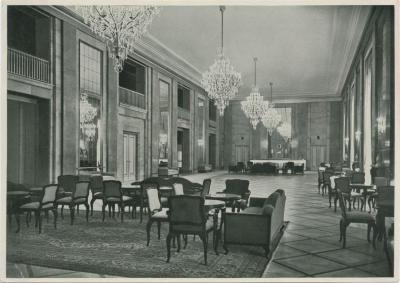 Das Foyer Deutschen Opernhauses in Charlottenburg...