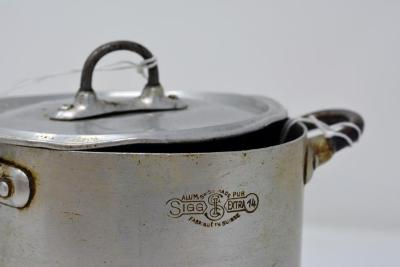 Aluminum cooking pot with lid