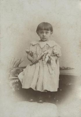 [Photograph of Hannelore Wohl as a child]